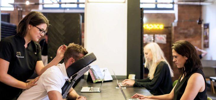 Le massage en entreprise pour gérer le stress au travail
