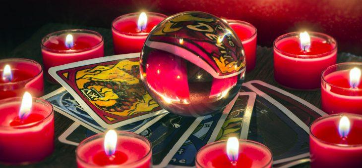 Gros plan sur le tarot divinatoire